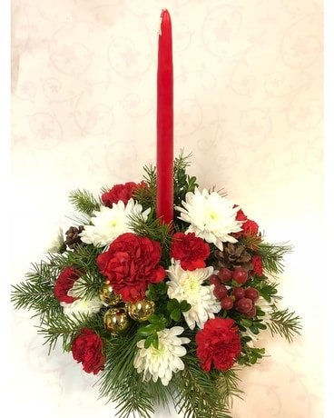 Classic Christmas Centerpiece With Candle Centerpiece