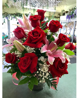 LAVISH ARRANGEMENT Flower Arrangement