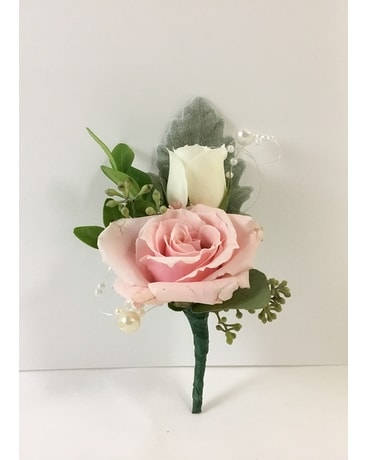 2 mini roses Boutonniere