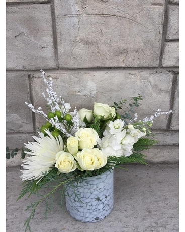Winter White small Flower Arrangement