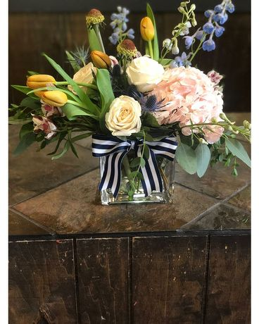 Preppy Lg Heritage Cube Design Flower Arrangement