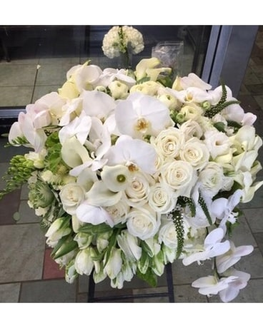 Dramatic Beauty Flower Arrangement